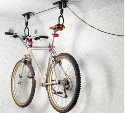 Ganci per appendere le biciclette al muro e al soffitto for Ganci per appendere chitarre